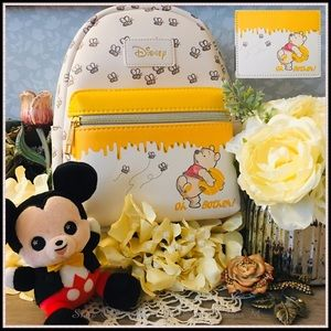 Loungefly Disney Pooh Bees Backpack Set